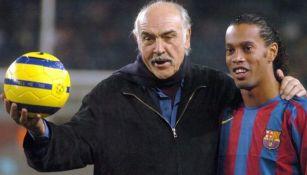 Sean Connery con Ronaldinho en el Camp Nou