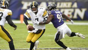 Roethlisberger en acción ante los Ravens