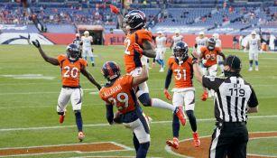 Broncos en festejo de TD