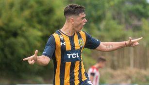 Luca Martínez en partido con Rosario Central