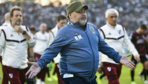 Diego Armando Maradona después de un juego de Gimnasia y Esgrima de La Plata