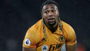 Adama Traoré en partido con los Wolves