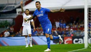 Cruz Azul y Pumas en el más reciente juego en el Azteca