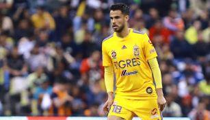 Diego Reyes durante un duelo con los Tigres en Liga MX