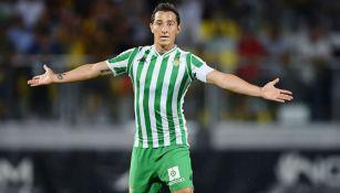 Andrés Guardado durante un duelo con el Betis en LaLiga