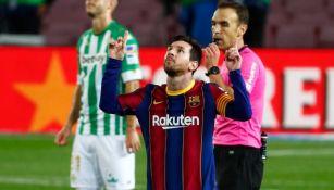 Lionel Messi celebrando uno de sus dos goles con el Barcelona ante el Betis