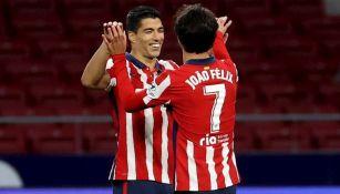 Joao Félix y Luis Suárez celebrando un gol ante Cádiz