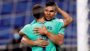 Casemiro y Eden Hazard durante un duelo con el Real Madrid