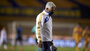 Tuca Ferretti en el partido contra Atlas