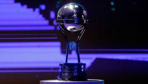 Trofeo de la Copa Sudamericana en un sorteo