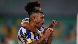 Jesús Corona celebrando gol vs Sporting Lisboa