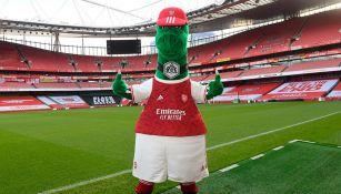 Mascota del Arsenal, Gunnersaurus, volvió a trabajar
