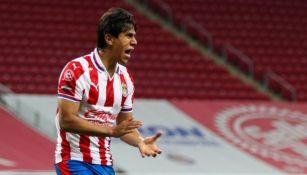José Juan Macías en un partido con Chivas