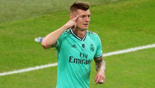 Toni Kroos durante un duelo con el Real Madrid