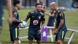 Jugadores de la selección brasileña durante un entrenamiento