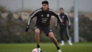 Edson Álvarez entrenando