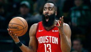 James Harden en un partido con los Rockets de Houston