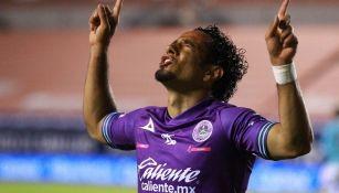 Camilo Sanvezzo en partido con Mazatlán FC