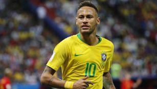 Neymar durante un duelo con la selección de Brasil