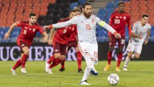 Sergio Ramos cobrando un penal ante Suiza
