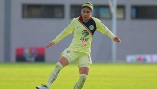 Eleisa Santos en un partido con América Femenil