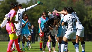 Pumas Femenil festejando su pase a Liguilla