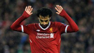 Mohamed Salah durante un duelo con el Liverpool
