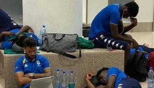 Jugadores de Gabón varados en el aeropuerto de Banjul