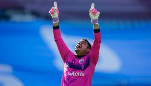 Gansito Hernández festeja un gol del Atlante