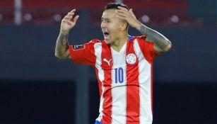 'Kaku' Romero se lamenta en juego ante Bolivia