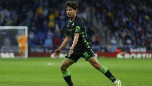 Diego Lainez en acción con Betis