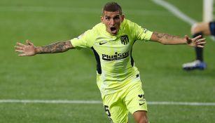 Lucas Torreira durante un duelo con el Atlético de Madrid