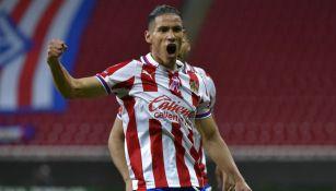 Uriel Antuna en festejo de gol