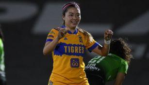 Martínez en partido con Tigres Femenil