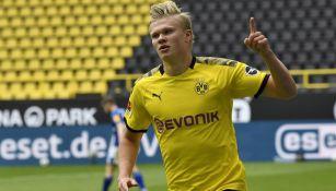 Erling Haaland festeja un gol con el Borussia Dortmund