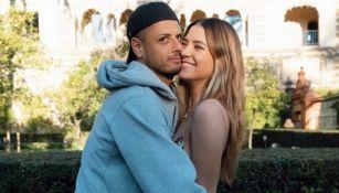 Chicharito Hernández: Su pareja subió foto desnuda a seis semanas de dar a luz