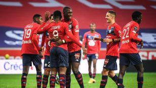 Jugadores del Lille celebran gol ante el Lorient