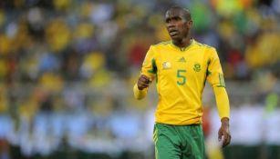Anele Ngcongca durante un partido con Sudáfrica