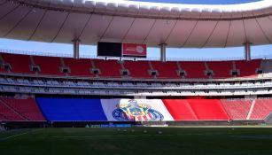Bandera de Chivas en el Estadio Akron