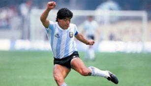 Diego Maradona en partido con Argentina