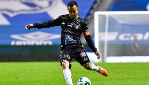 Luis Montes en un partido con León
