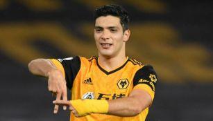 Raúl Jiménez en partido con los Wolves