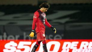 Guillermo Ochoa en un partido con América