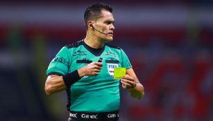 Pérez Durán durante un partido de Liga MX