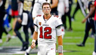 Tom Brady se lamenta tras caer en su debut con Tampa Bay