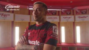 Rubens Sambueza luce la nueva playera de Toluca