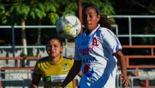 Linda Frías en acción con Alianza Women