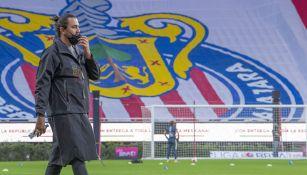 Amaury Vergara en un partido de Chivas
