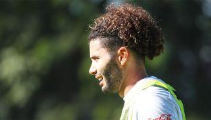 César Huerta en un entrenamiento con Chivas