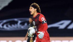 Guillermo Ochoa en un partido con las Águilas